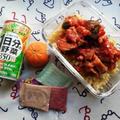 トマトと茄子と角切りハムのくるくるパスタ弁当