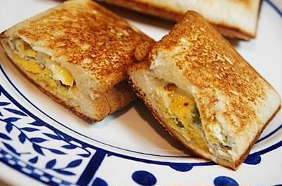 Wチーズのとりかりふわっ、枝豆オムレツのホットサンド