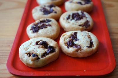 【ギフトの中身その1 蜂蜜りんごと生姜と胡桃のグラノーラとミンスミートとさくらんぼの種のぐるぐるクッキー】
