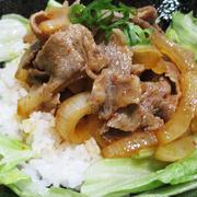 ピリ辛照り焼きの豚丼<引き立つ豆板醤>