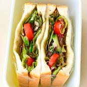 鯖缶と若布のサラダサンドイッチ