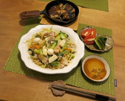 極細麺でパリパリ餡かけ焼きそばの晩ご飯 と ヘゴの木♪
