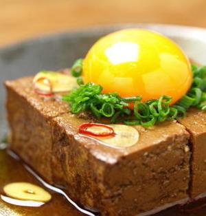 豆腐醤油漬け、卵黄のっけ、納豆のっけ