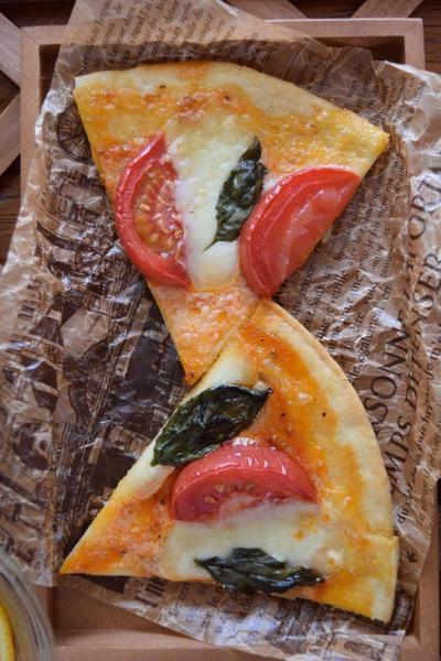 ピザ・マルゲリータ 自家製バジルでこだわりの味!