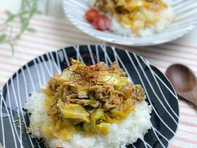 >【レシピ】簡単激うま、ピリ辛豚キャベツ丼 by のんすけさん
