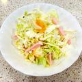 魚肉ソーセージ入り千切りキャベツとオレンジのサラダ