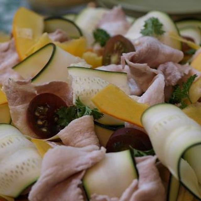 コリンキーとズッキーニで塩麹ドレッシングの豚冷しゃぶサラダ