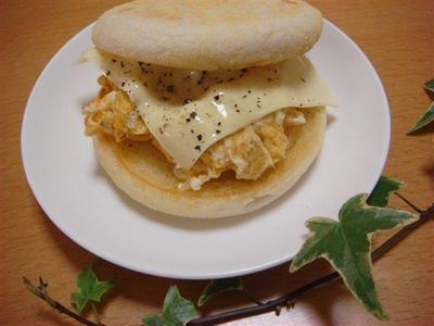 チーズ&エッグのイングリッシュマフィン