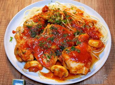 寒くなる時期の定番の「チキンのトマトソースソテー」&「スーパーの鮭弁当」が美味しくなってきた