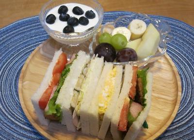 いろいろサンドイッチの朝食 と ヨウスケ&ラッキー&訪問者♪