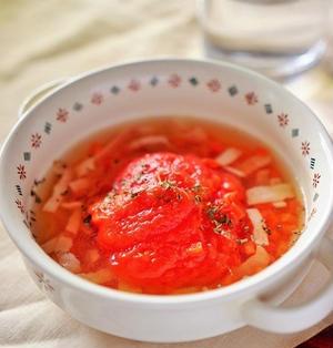 【スパイス大使】簡単電子レンジにお任せ!丸ごとトマトのバジルトマトスープ