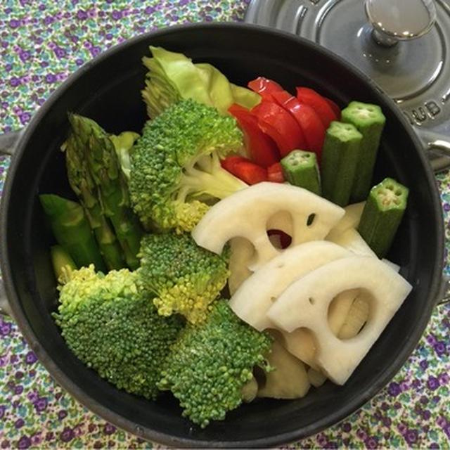 ストウブでミートソースとじゃがいものポタージュと蒸し野菜。