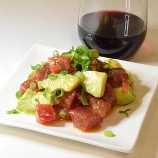 赤ワインにあう、マグロとアボカドのタルタルで、お家ディナーを楽しむ。小ねぎ、醤油がポイント。妻、喜ぶ。