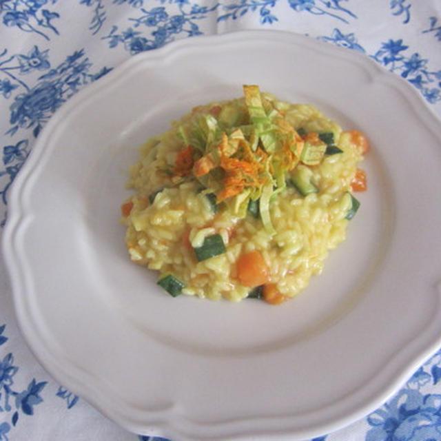 サフラン風味のカボチャとズッキーニと花のリゾットそしてカリカリご飯!