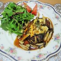 とろとろオムレツきのこバーグで簡単&おいしい秋の食卓
