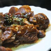 豚ロース肉の赤味噌、黒砂糖煮込み、アニス風味