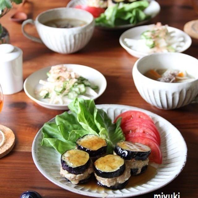 なすのひき肉はさみ焼き 麺つゆあん。冬瓜と牛肉と根菜のスープ。