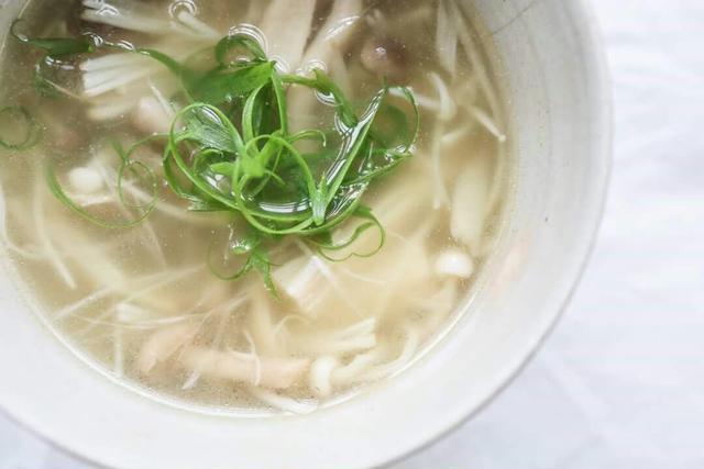 1. ほっこり。きのこたっぷり生姜スープ