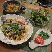 牡蠣と水菜とベーコンののペペロンチーノ と 陶器のクリスマスツリー♪