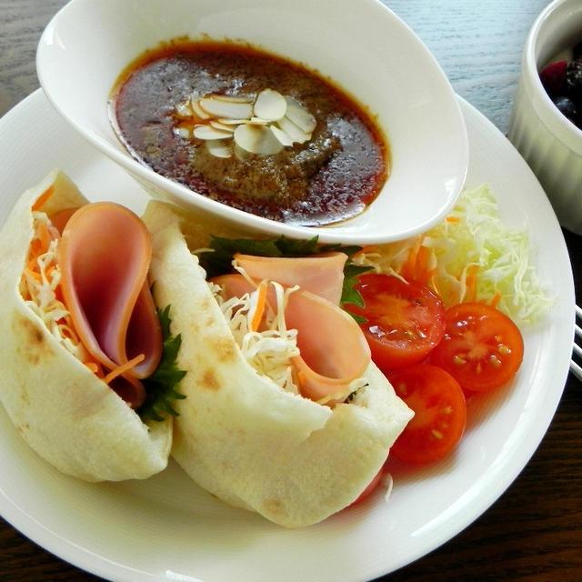 ピタパンとインドネシア風カレー