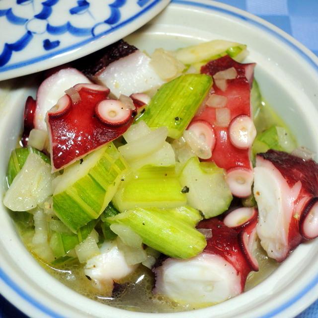 タコとセロリの白バルサミコ酢マリネ 夏前に植えたミニトマトが~♪