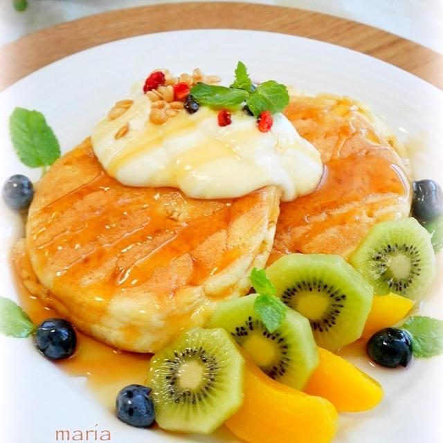 カフェ風パンケーキ*ヨーグルトクリームソースとフルーツ添え
