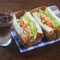 ハムエッグと彩り野菜のわんぱくサンド