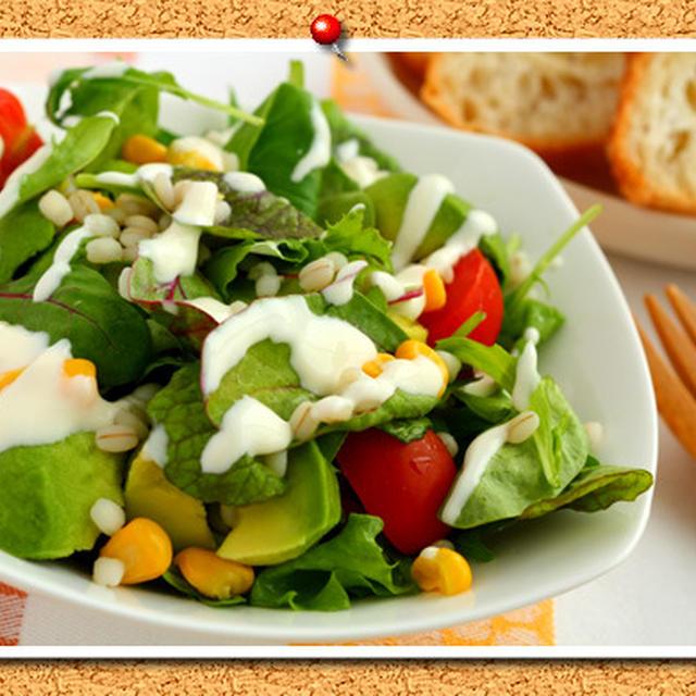 チーズヨーグルトドレッシングで!押麦入りサラダ。
