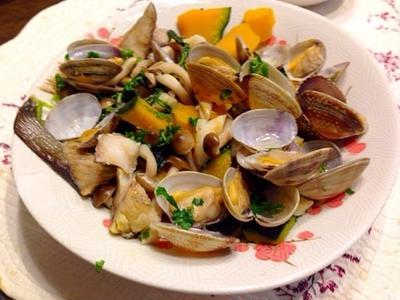 あさりとカボチャの酒蒸し Steamed clams and pumpkin