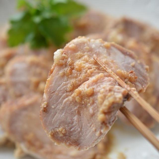 フライパンで簡単!「絶品塩麹チャーシュー」~作り置き常備菜に◎おせちにも◎