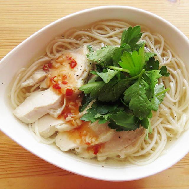 炊飯器で作る、鶏むね肉とそうめんの簡単和風フォー/ミツカン追いがつおつゆアレンジ麺レシピコンテスト