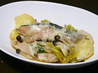 これ一皿で栄養満点!!鮭とササミのとろウマじゃがチーズ煮