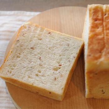 ローストアマニ入り食パン