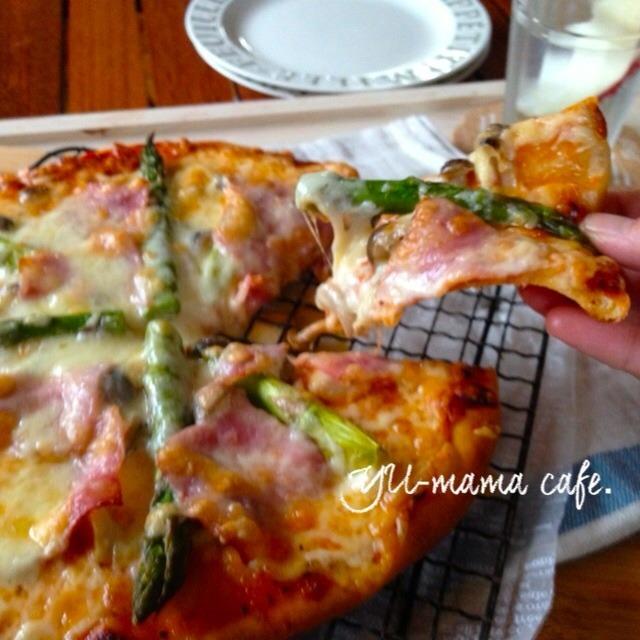HBでも生地が美味しいピザ♪アスパラベーコンときのこのビザ〜朝ごはんやオヤツに。冷凍保存可能、
