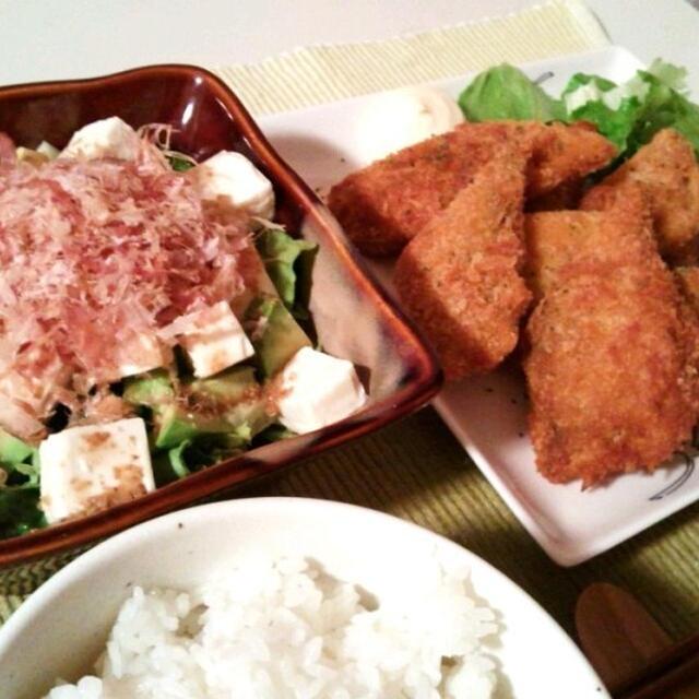 晩ごはん:にしんのカレー風味フライとアボカド豆腐サラダ。