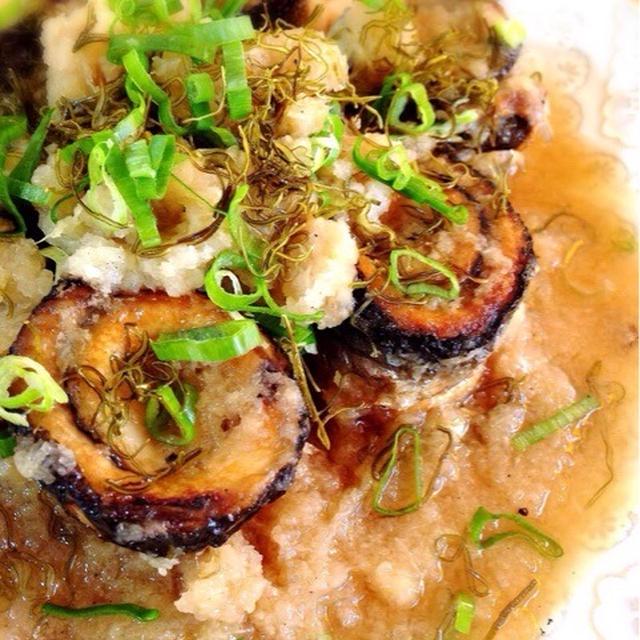 秋刀魚のおろし煮。こぶにゃんのせ。