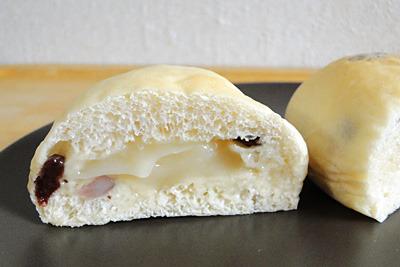 白神こだま酵母のはちみつクリームパン