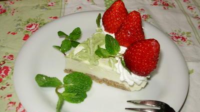 ホットケーキミックスで簡単!ココアスポンジと苺の抹茶チーズケーキ☆