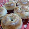 【パン】キャラメルチョコチップ&くるみ、クリチ&桜えび のベーグル。塩麹とはちみつ半分で。