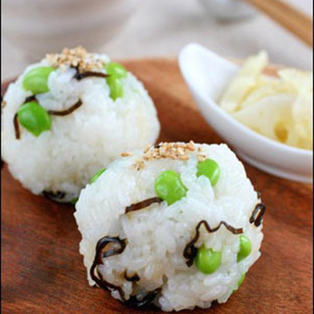 本日のおむすび『枝豆と塩昆布ご飯のおむすび』
