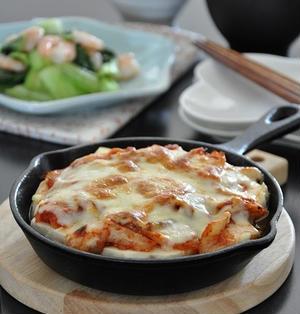 15分節約献立☆オイスターソースちょい足しでこくウマアップ!豆腐とキムチのチーズ焼きがメイン♪