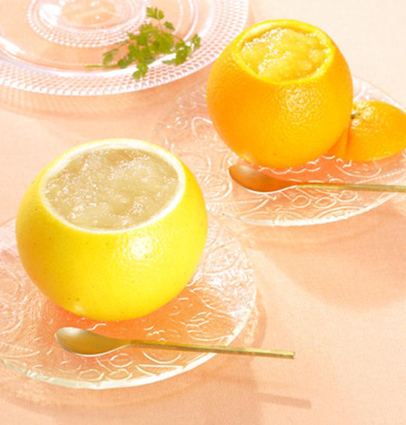 著名人も御用達!ぷるんぷるんのゼリーが、贅沢にくり抜いた果実の器ににたっぷりと入っています。果汁感た...