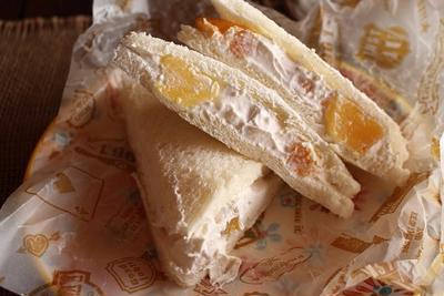 生クリームたっぷり~スイーツトースト<フルーツ生クリームサンドイッチ>