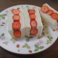 ショートケーキのようなイチゴの断面イッチ