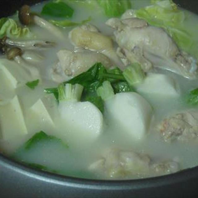 フルーツかぶと手羽元の水炊き・モランボン「PREMIUM鍋」