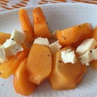 超簡単しかもカラフル♪小岩井クリーミーチーズ6Pと柿のサラダ(手料理)