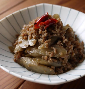 ごぼうとひき肉のピリ甘辛煮