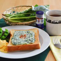 ほうれん草クリームチーズのトースト。パプリカパウダーで彩りよく♪【農家のレシピ帳】