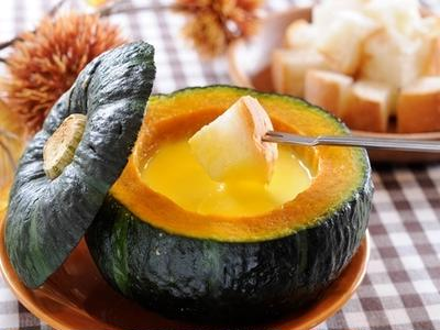ハロウィンに!丸ごとかぼちゃのチーズフォンデュ