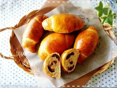 ゴルフの秋~♬ラウンド前の腹ごしらえに黒糖あずきロールパンです♡(*´ε`*)チュッチュ